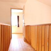 注文住宅 かっこいい工務店 鹿児島県 日置市 西郷建築 大工と創る家 施工例1 2階 子ども部屋から寝室 渡り廊下