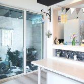 注文住宅 かっこいい工務店 岡山 アイム・コラボレーション アイムの家 施工例18 キッチン カウンター ダイニング バイク ガレージ