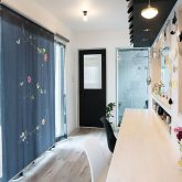 注文住宅 かっこいい工務店 岡山 アイム・コラボレーション アイムの家 施工例18 ダイニング ロールカーテン Création Baumann~クリエーションバウマン
