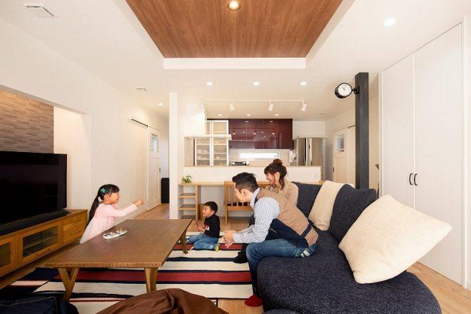 注文住宅 かっこいい工務店 岡山 アイム・コラボレーション アイムの家 施工例24 オフィスやアクアリウムまで。機能性が高く、回遊性のある家 LDK