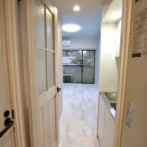 注文住宅 かっこいい工務店 東京 バークノア 新築・増改築・リフォーム・リノベーション 設計デザイン施工管理 施工例16 アパートマジック シャビーシック ワンルーム 室内ドア