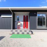 注文住宅 かっこいい工務店 鹿児島県 日置市 西郷建築 大工と創る家 施工例2 平屋 玄関アプローチ