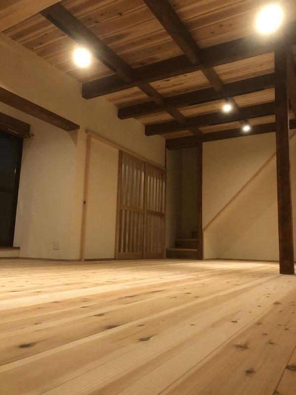 注文住宅 かっこいい工務店 三重県 桑名市 家作店 辰屋 新築 施工例9 古民家風 リビング LDK