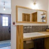 注文住宅 かっこいい工務店 熊本 ブレス 施工例43 アメリカン 玄関ホール 造作洗面化粧台