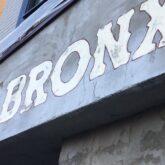 注文住宅 かっこいい工務店 東京 バークノア 新築・増改築・リフォーム・リノベーション 設計デザイン施工管理 施工例29 リノベーション シェアハウス ピザ屋風 BRONX PIZZA  外観 デザインコンクリート